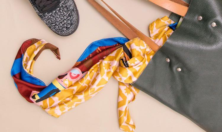 foulard estival dans un sac à main
