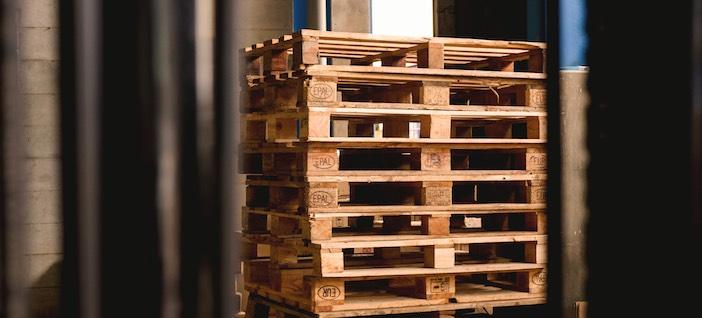 palettes en bois pour fabriquer son canapé d'extérieur