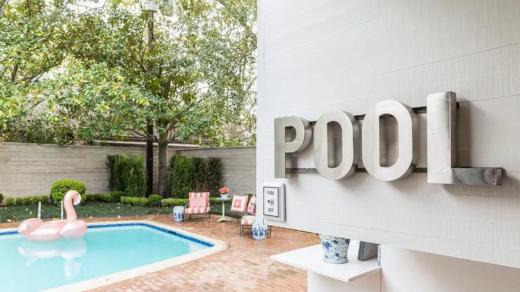 comment décorer un mur extérieur de piscine